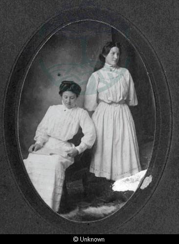 Mina and Mary Ann Macleod, 6 Breaclete