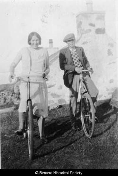 Macdonald siblings, 2 Lundale