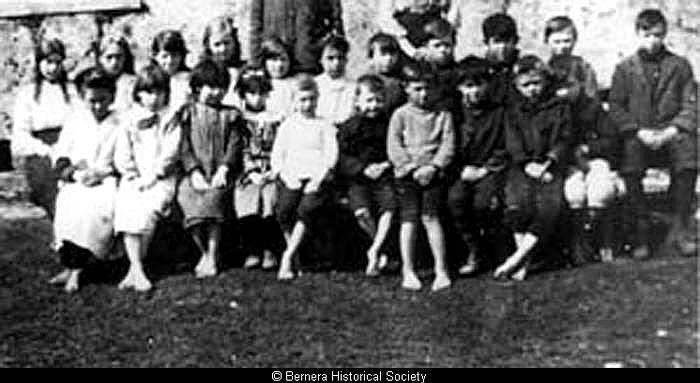 Hacklete school pupils c1920