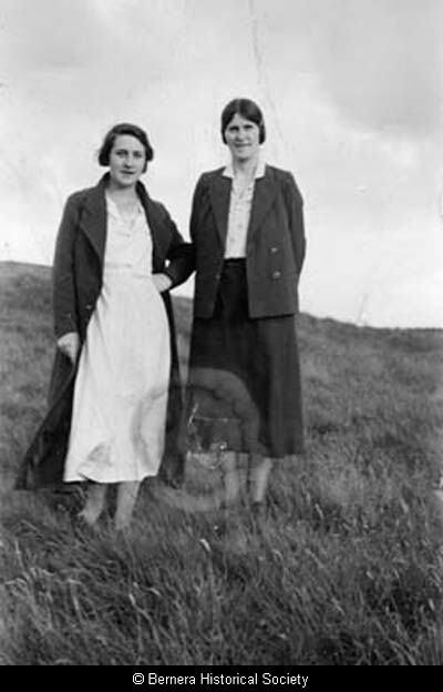Two Hacklete ladies