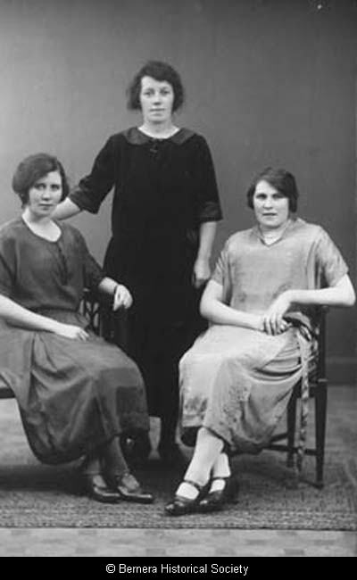 Macdonald sisters, 2 Lundale