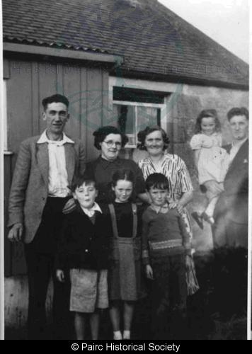 Family at 33 Gravir