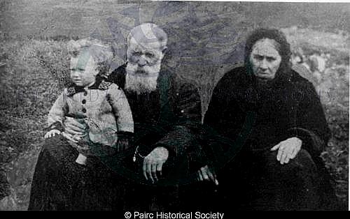 Alexander Macdonald and wife, 9 Habost